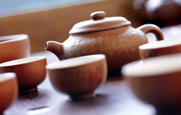 泡茶,每天放学,自己用双手捧着爷爷的壶倒茶喝,有时爷爷没在跟前我会